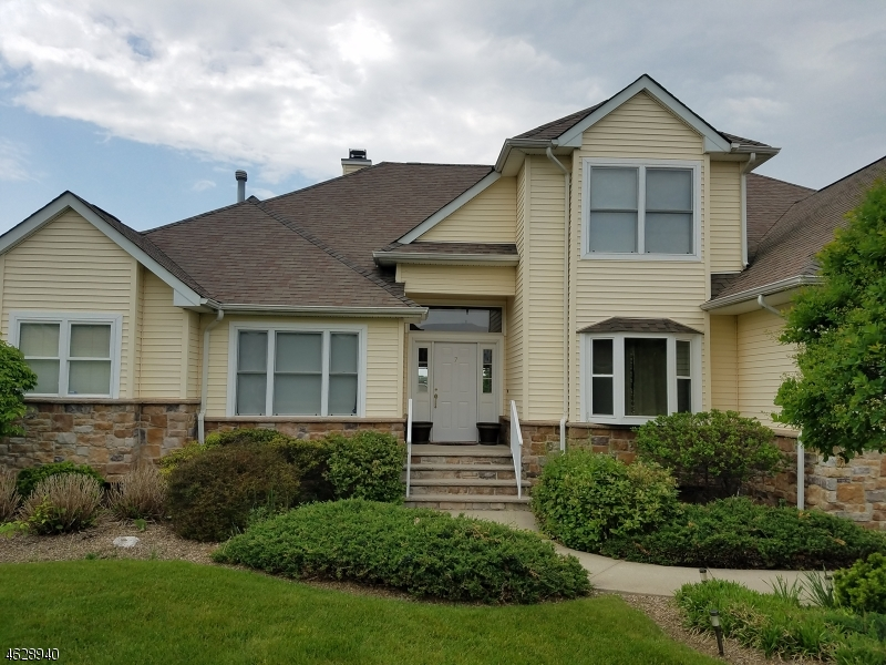 Eensgezinswoning voor Verkoop op 7 LITTLE TARN Court Hardyston, New Jersey 07419 Verenigde Staten