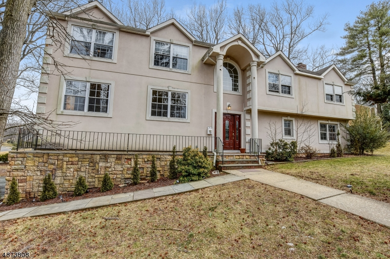 Single Family Home for Sale at 112 HIGH POINT DR 112 HIGH POINT DR Springfield, New Jersey 07081 United States