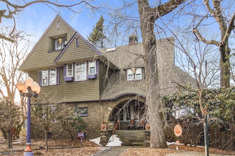 Частный односемейный дом для того Продажа на 10 OVERLOOK PARK Verona, Нью-Джерси 07044 Соединенные Штаты