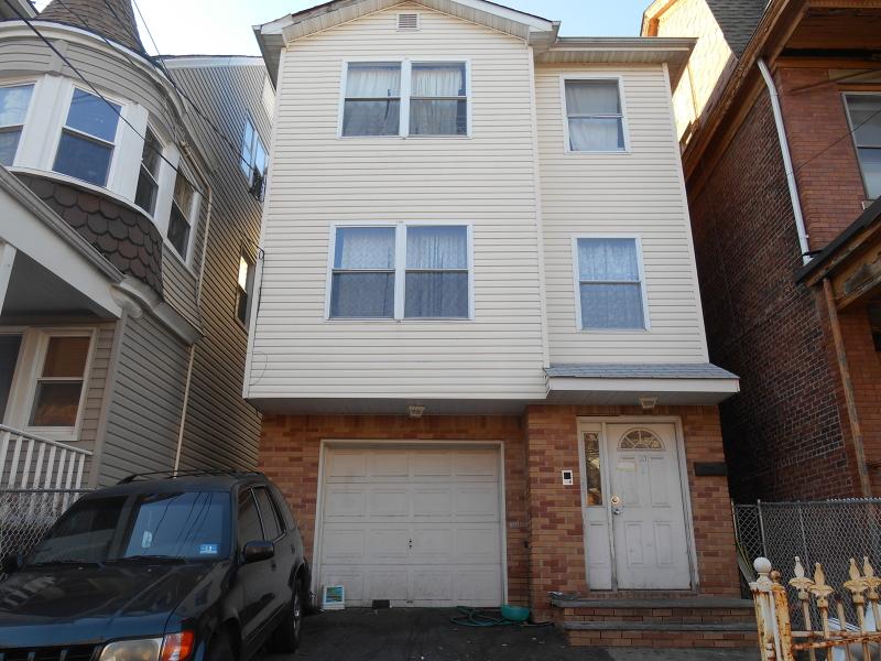 多户住宅 为 销售 在 30 N 6th Street 纽瓦克市, 新泽西州 07107 美国
