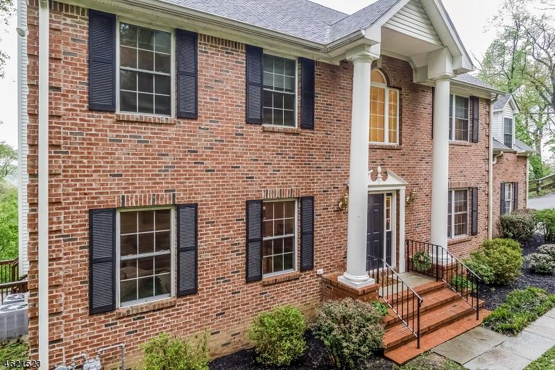 Maison unifamiliale pour l Vente à 36 Somerset Avenue Bernardsville, New Jersey 07924 États-Unis