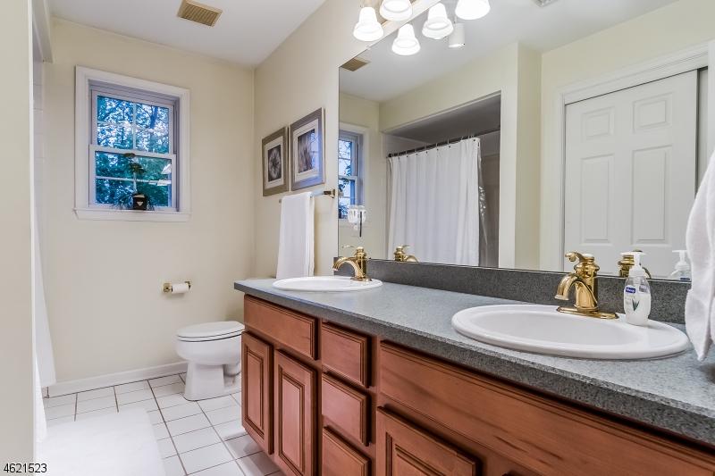 Additional photo for property listing at 36 Somerset Avenue  Bernardsville, New Jersey 07924 États-Unis