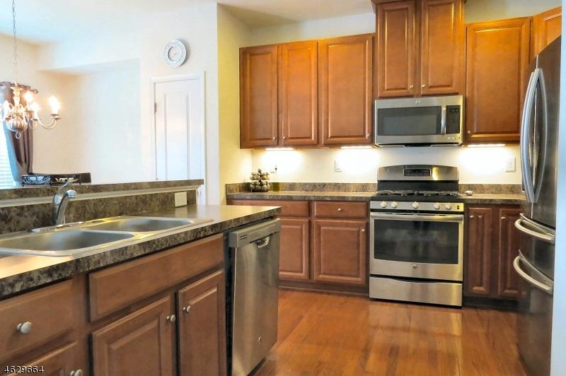 Additional photo for property listing at 22 WASHINGTON SQUARE Circle  Washington, Nueva Jersey 07882 Estados Unidos