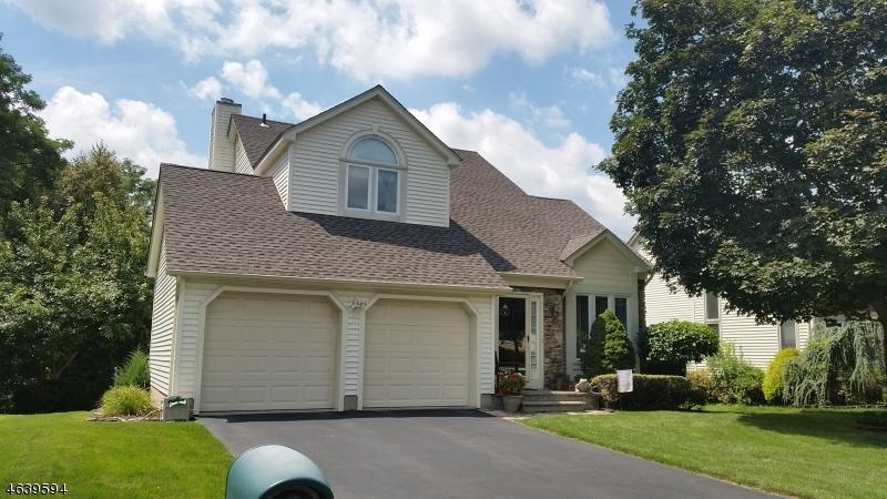 Casa Unifamiliar por un Venta en 15 UPDIKE Avenue Hillsborough, Nueva Jersey 08844 Estados Unidos