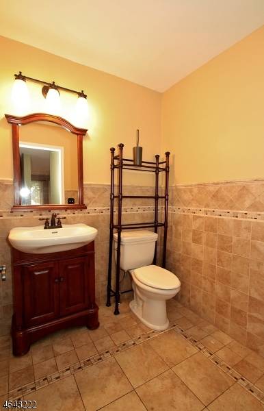 Additional photo for property listing at 7 Hamilton Street  Bloomingdale, Нью-Джерси 07403 Соединенные Штаты