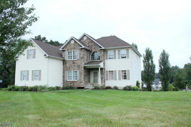 独户住宅 为 销售 在 11 Village Gate Road 华盛顿, 07882 美国
