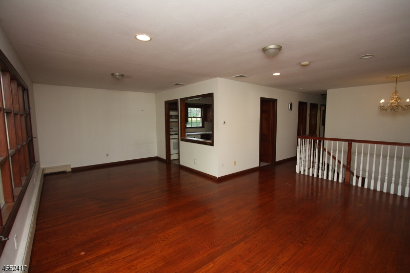 Additional photo for property listing at 465 Pines Lake Dr East  Wayne, New Jersey 07470 États-Unis