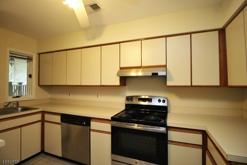 Additional photo for property listing at 26 Augusta Drive  安嫩戴尔, 新泽西州 08801 美国