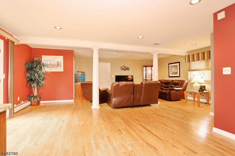 Additional photo for property listing at 18 RUSTIC Drive  Waldwick, New Jersey 07463 États-Unis
