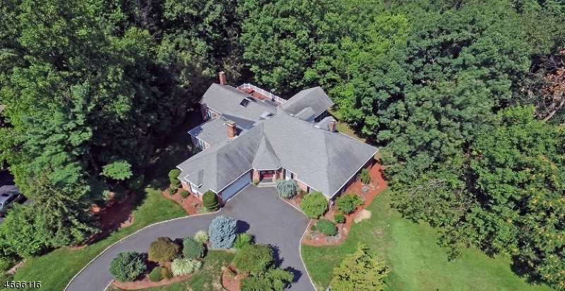 独户住宅 为 销售 在 14 Woodstone Drive 雪松林市, 07009 美国