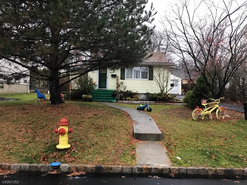Частный односемейный дом для того Продажа на 15 Dacotah Avenue Lake Hiawatha, 07034 Соединенные Штаты