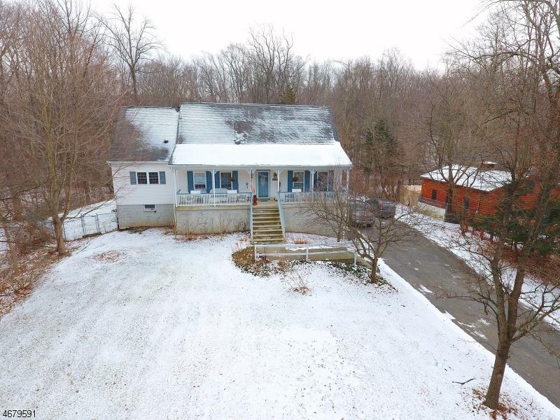 Maison unifamiliale pour l Vente à 127 Cork Hill Road Franklin, New Jersey 07416 États-Unis