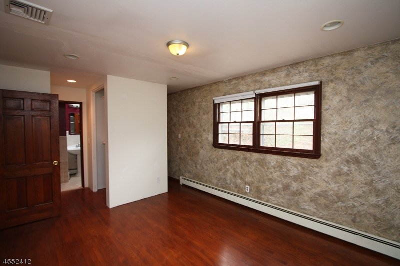 Additional photo for property listing at 465 Pines Lake Dr East  Wayne, Nueva Jersey 07470 Estados Unidos