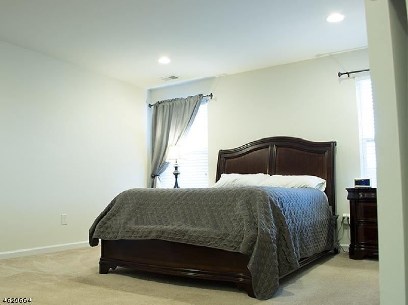 Additional photo for property listing at 22 WASHINGTON SQUARE Circle  华盛顿, 新泽西州 07882 美国