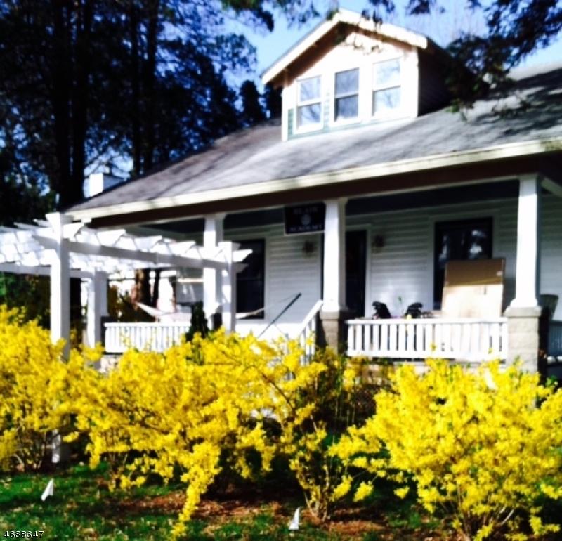 Частный односемейный дом для того Продажа на 45 Parker Street Belvidere, 07823 Соединенные Штаты