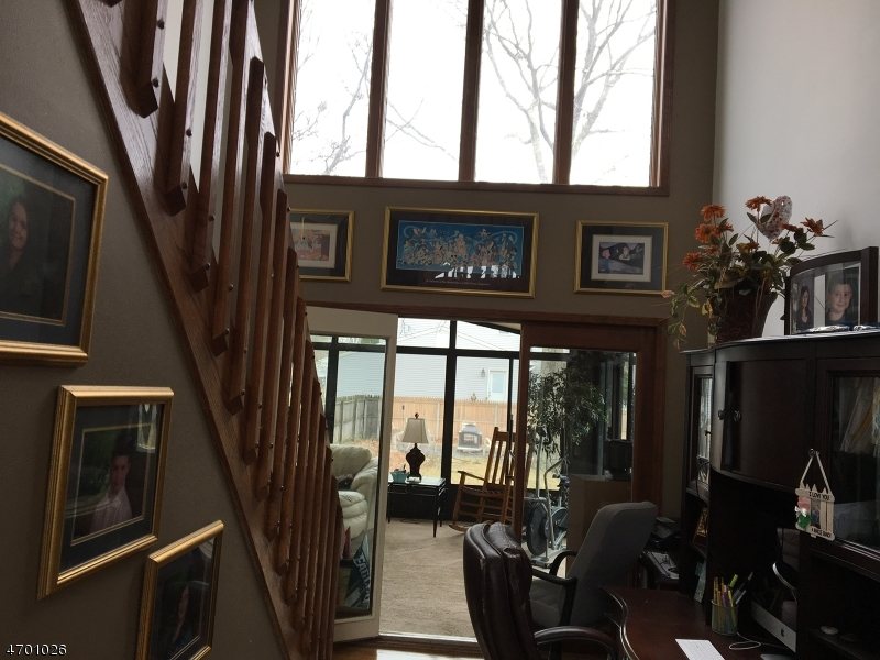 Additional photo for property listing at 107 Silverwood Court  Toms River, Нью-Джерси 08753 Соединенные Штаты