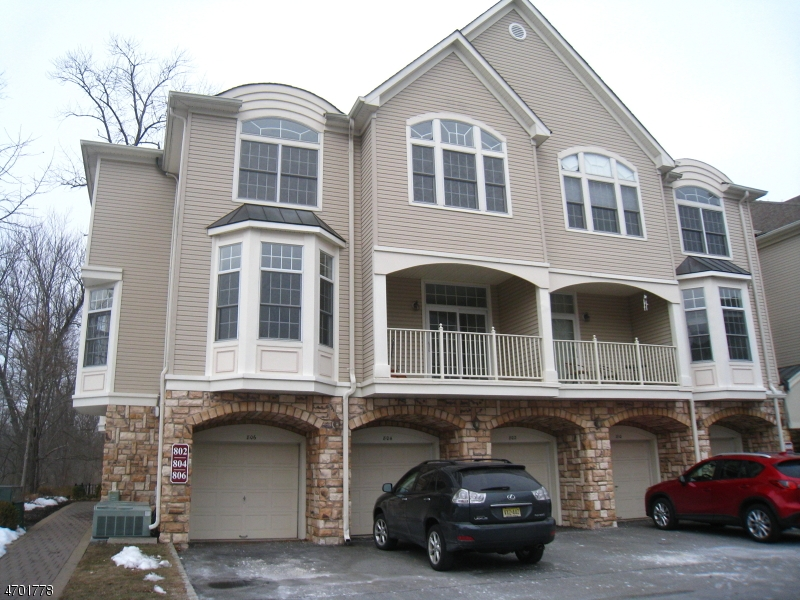 Частный односемейный дом для того Аренда на 806 Kensington Lane Livingston, Нью-Джерси 07039 Соединенные Штаты