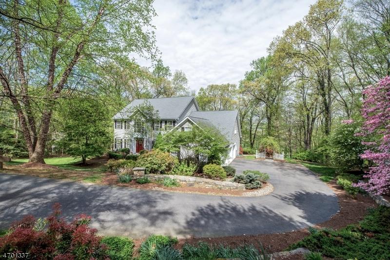 Частный односемейный дом для того Продажа на 31 Cromwell Drive Chester, Нью-Джерси 07930 Соединенные Штаты