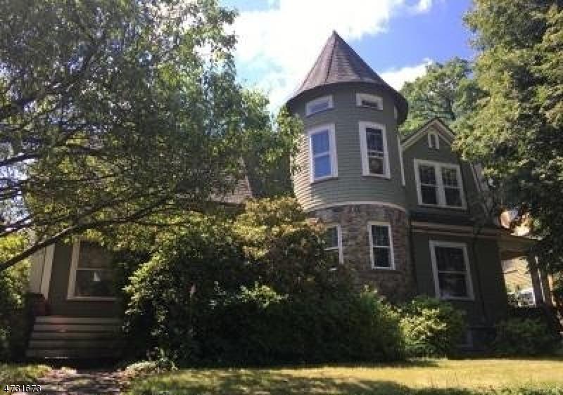 Maison unifamiliale pour l Vente à 32 Hillside Avenue Caldwell, New Jersey 07006 États-Unis
