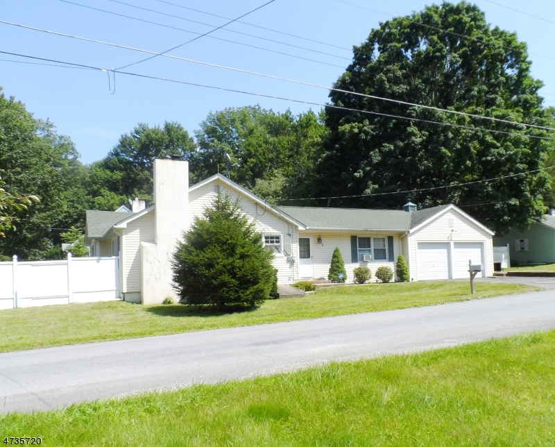 Einfamilienhaus für Verkauf beim 1 Linda Lane Andover Township, New Jersey 07821 Vereinigte Staaten