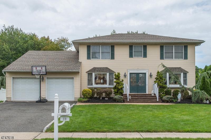 Casa Unifamiliar por un Venta en 10 Winfield Court Fairfield, Nueva Jersey 07004 Estados Unidos