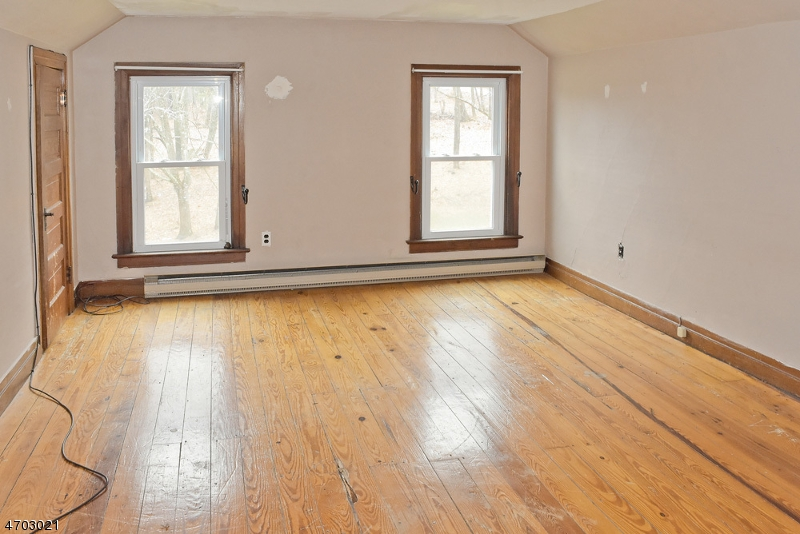 Additional photo for property listing at 8 Kimble Lane  Sparta, New Jersey 07871 United States