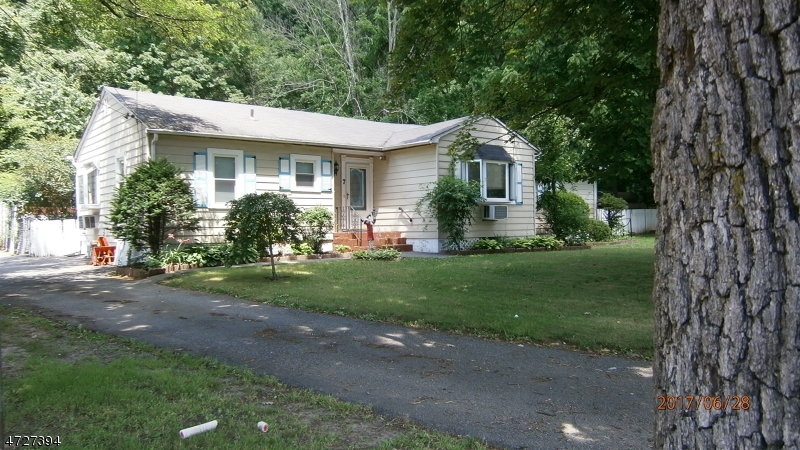 Single Family Home for Rent at 7 Ringwood Avenue Wanaque, New Jersey 07465 United States