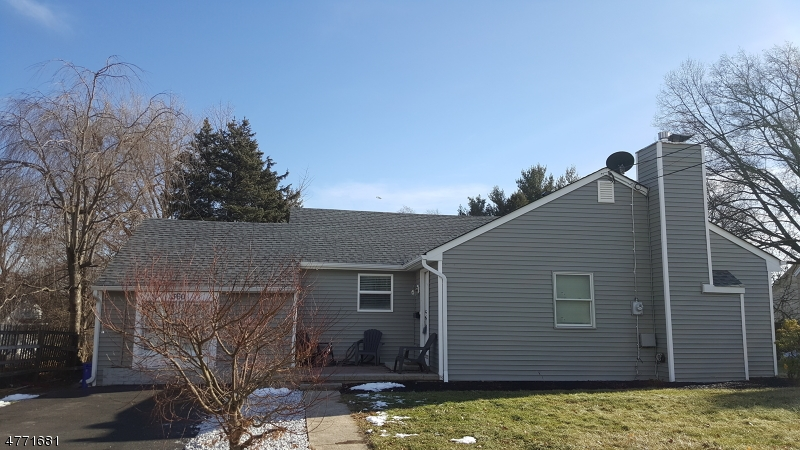 Maison unifamiliale pour l Vente à 360 Huff Avenue Manville, New Jersey 08835 États-Unis