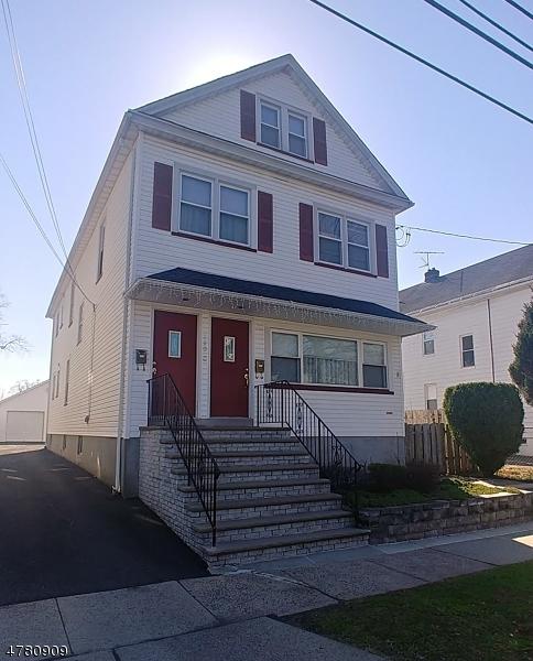 Maison avec plusieurs logements pour l Vente à 110 E Henry Street Linden, New Jersey 07036 États-Unis