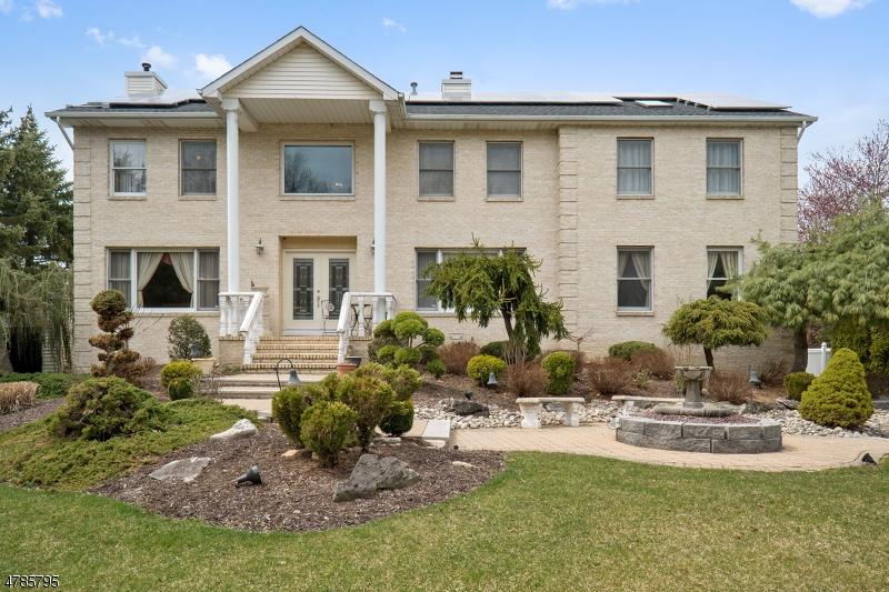 Maison unifamiliale pour l Vente à 11 Natalie Court East Hanover, New Jersey 07936 États-Unis