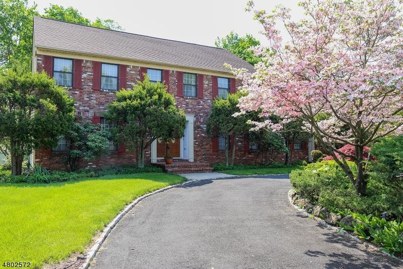 Maison unifamiliale pour l Vente à 6 Ora Court East Hanover, New Jersey 07936 États-Unis