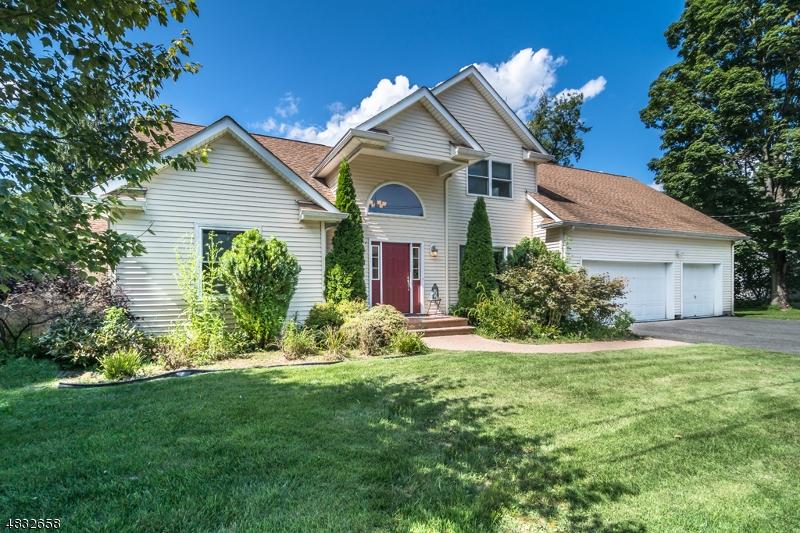 Maison unifamiliale pour l Vente à 215 RULAND Avenue Hackettstown, New Jersey 07840 États-Unis