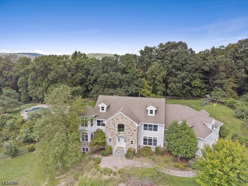 Casa Unifamiliar por un Alquiler en 3 INDIAN Lane Tewksbury Township, Nueva Jersey 07830 Estados Unidos