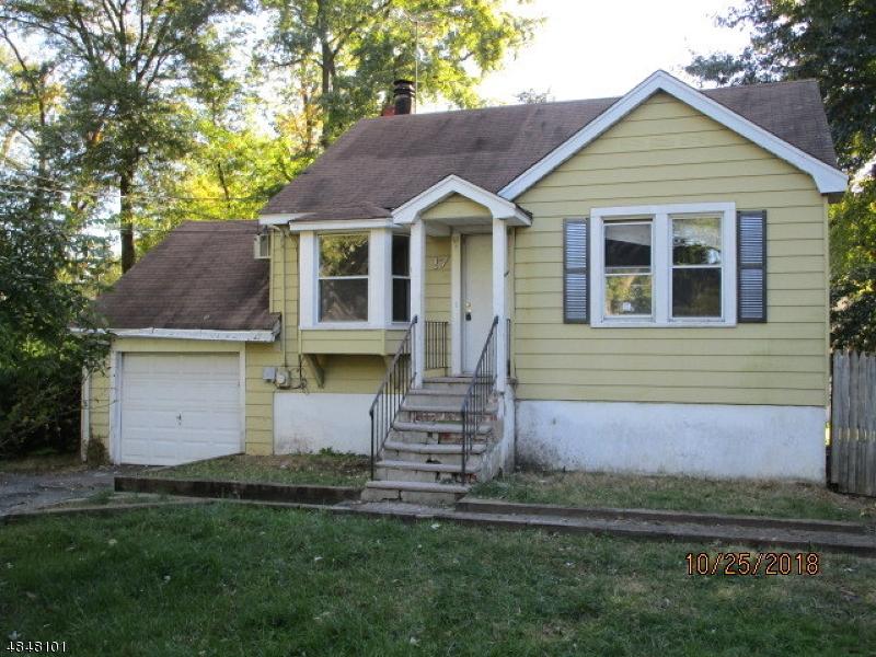 Tek Ailelik Ev için Satış at 17 CARROLL Street Fairfield, New Jersey 07004 Amerika Birleşik Devletleri