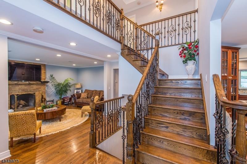 Частный односемейный дом для того Продажа на 682 TOTOWA Road Totowa, Нью-Джерси 07512 Соединенные Штаты