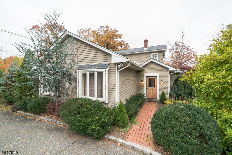 Частный односемейный дом для того Продажа на 184 PARSIPPANY Road Hanover, Нью-Джерси 07981 Соединенные Штаты