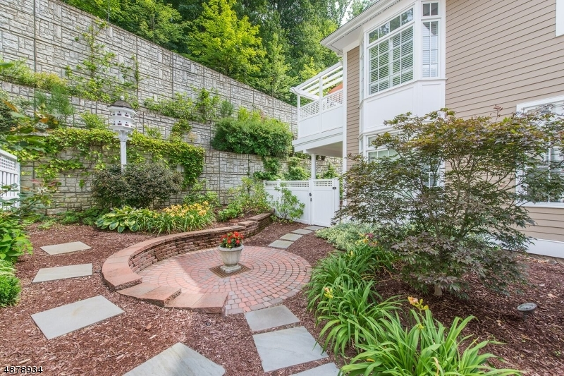 Condo / Townhouse for Sale at 58 Chestnut St Unit 4 58 Chestnut St Unit 4 Morristown, New Jersey 07960 United States