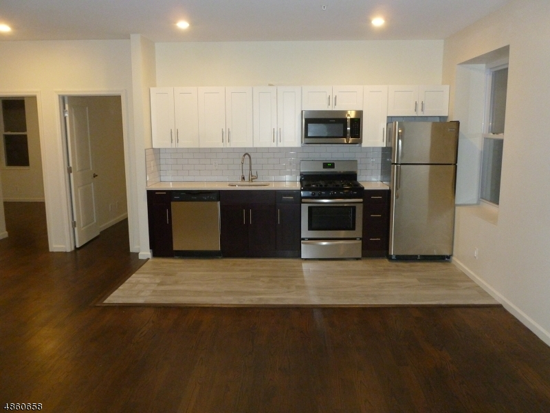 Property por un Alquiler en Address Not Available Passaic, Nueva Jersey 07055 Estados Unidos