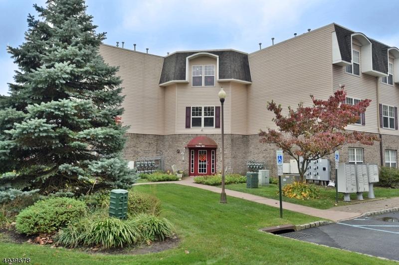 Condo / Radhus för Försäljning vid Riverdale, New Jersey 07457 Förenta staterna
