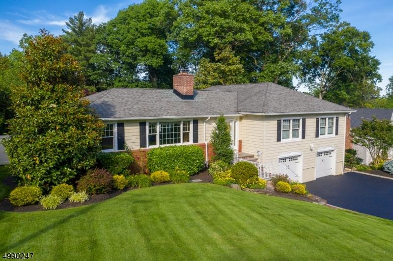 Single Family Homes para Venda às Mountainside, Nova Jersey 07092 Estados Unidos