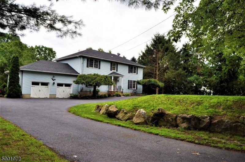 Single Family Homes pour l Vente à Frelinghuysen Township, New Jersey 07821 États-Unis
