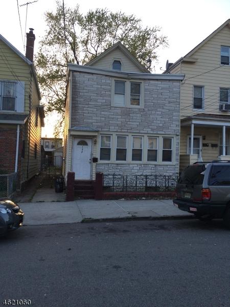 独户住宅 为 销售 在 132 Smith Street Elizabeth, 新泽西州 07201 美国