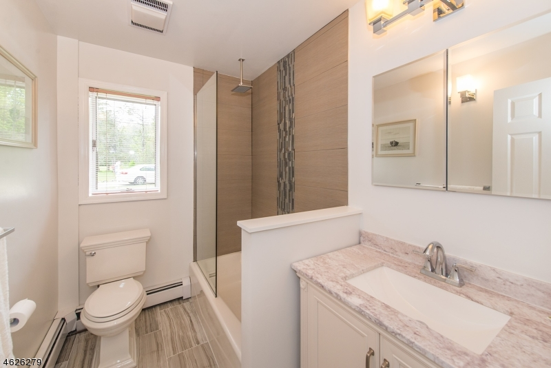 Additional photo for property listing at 3 Capstan Road  West Milford, Nueva Jersey 07480 Estados Unidos