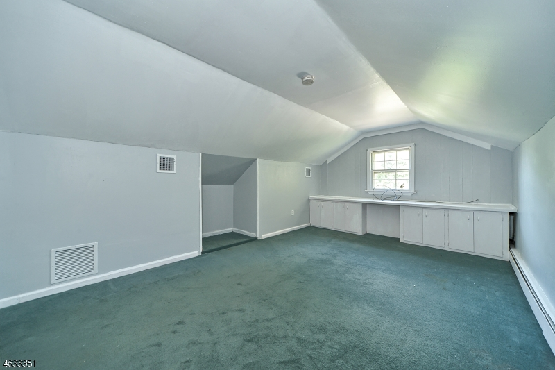 Additional photo for property listing at 1 Frederick Place  Chester, New Jersey 07930 États-Unis