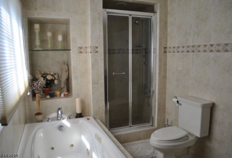 Additional photo for property listing at 4 Chester Woods Drive  切斯特, 新泽西州 07930 美国