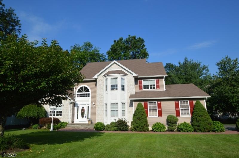 Maison unifamiliale pour l Vente à 3 Cambridge Drive Rockaway, New Jersey 07866 États-Unis