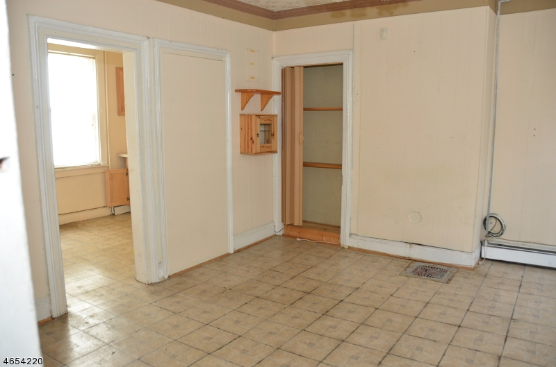 Additional photo for property listing at 118 Spruce Street  Paterson, 新泽西州 07501 美国
