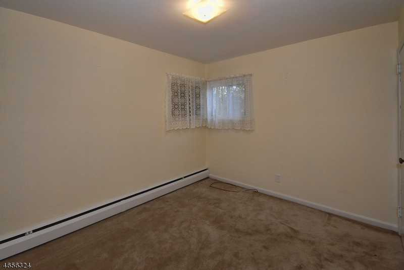 Additional photo for property listing at 72 Franklin Tpke  Waldwick, New Jersey 07463 États-Unis