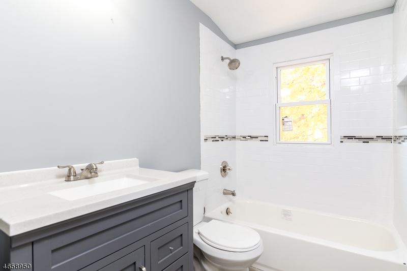 Additional photo for property listing at 50 Newark Avenue  Bloomfield, Нью-Джерси 07003 Соединенные Штаты