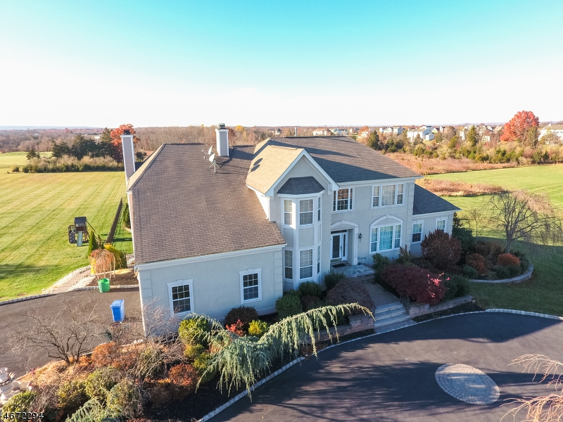 Частный односемейный дом для того Продажа на 5 Peoples line Road Somerset, 08873 Соединенные Штаты